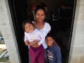 Madre e hijos de Mil Milagros