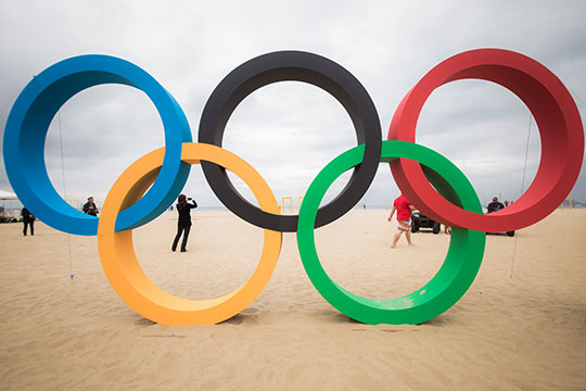 Copacabana receives Olympic Rings made of recycled plastic