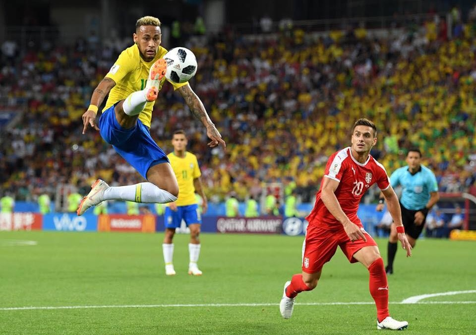 Brasil beats Serbia to move on